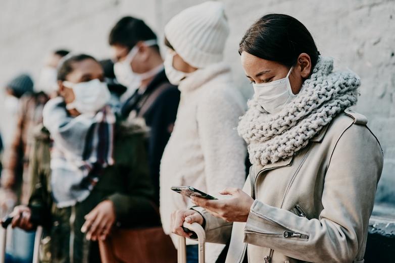 Depuis mai 2019, vos appels et SMS émis depuis votre pays d'origine vers un autre Etat de l'Union européenne sont par ailleurs plafonnés à respectivement 19 centimes d'euro par minute et 6 centimes l'unité - Crédits : PeopleImages / iStock