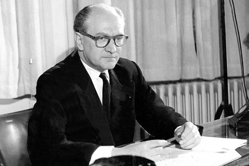 Guy Mollet, président du Conseil français