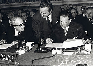 Christian Pineau et Maurice Faure (France), 25 mars 1957