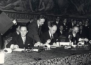 Johannes Linthorst-Homan et Joseph Luns (Pays-bas), 25 mars 1957