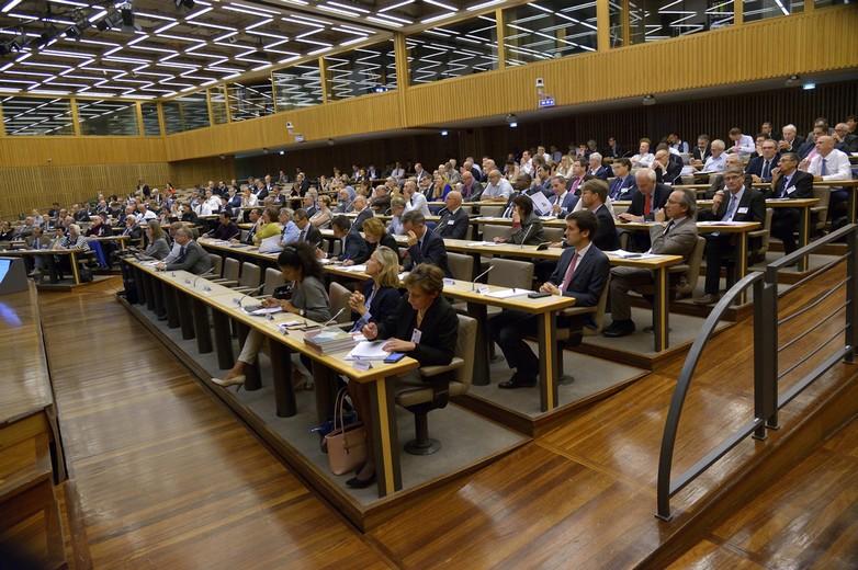 Actuelle et anciennes promotions du CHEDE sont venues assister aux conférences organisées pour les 15 ans du cycle d'études - Crédits : IGPDE