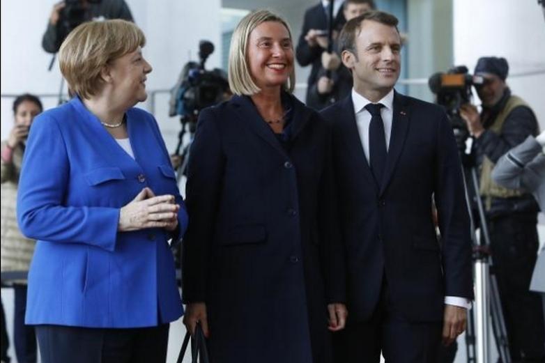 De gauche à droite : Angela Merkel, Federica Mogherini et Emmanuel Macron à Berlin - Crédits : Michele Tantussi / Commission européenne