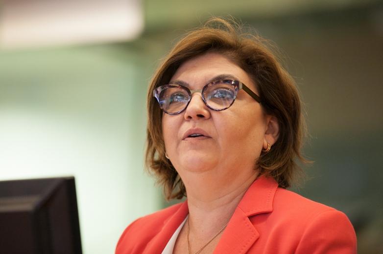La candidate roumaine à la Commission européenne Adina-Ioana Vălean, lors d'une conférence au Comité des régions à Bruxelles, en 2017 - Crédits : Nina Paukovic / Flickr European Committee of the Regions CC BY-NC-SA 2.0