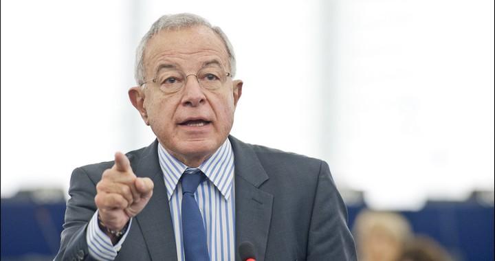 Alain Lamassoure, au Parlement européen, en 2013