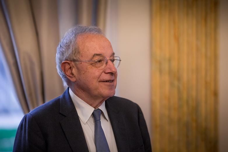 L'ancien eurodéputé Alain Lamassoure est l'un des initiateurs du projet. Le 26 novembre 2019, il était présent à Paris pour appuyer les négociations entre 47 ministres européens de l'Education - Crédits : Baptiste Roman / Toute l'Europe