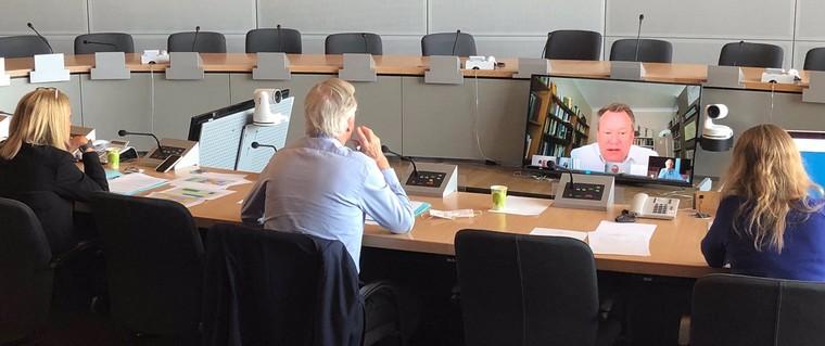 Michel Barnier (au centre) s'entretient avec David Frost - Crédits : @MichelBarnier / Twitter