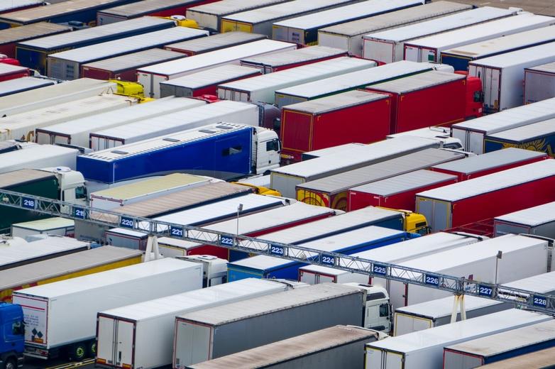 Un Brexit sans accord pourrait fortement perturber le trafic commercial sous la Manche - Crédits : Daniel T. Hulse / iStock