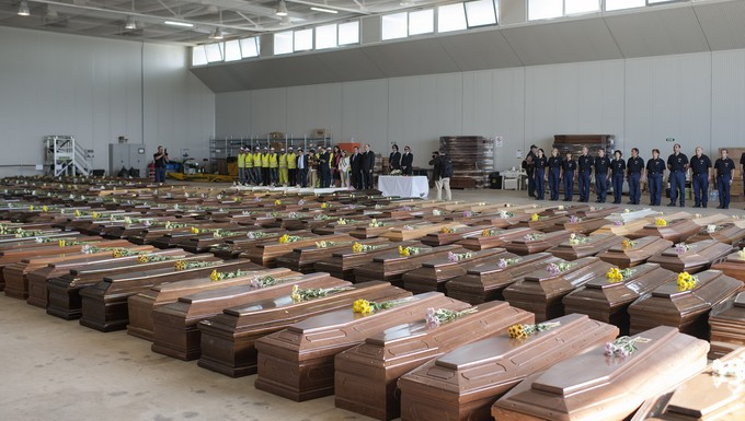 General view of the tribute to the victims, in front of their coffins (c) Commission européenne