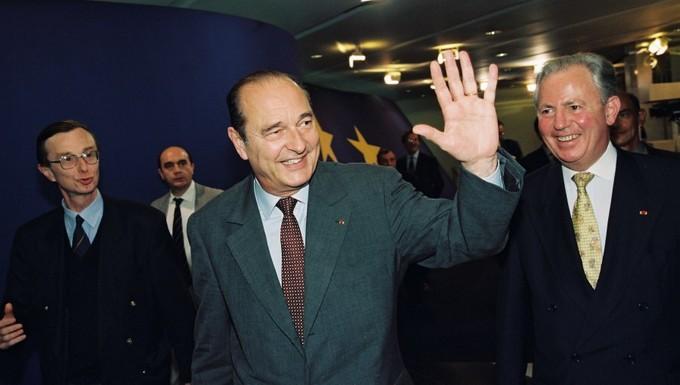 Jacques Chirac, ici avec Jacques Santer (président de la Commission européenne), en 1997