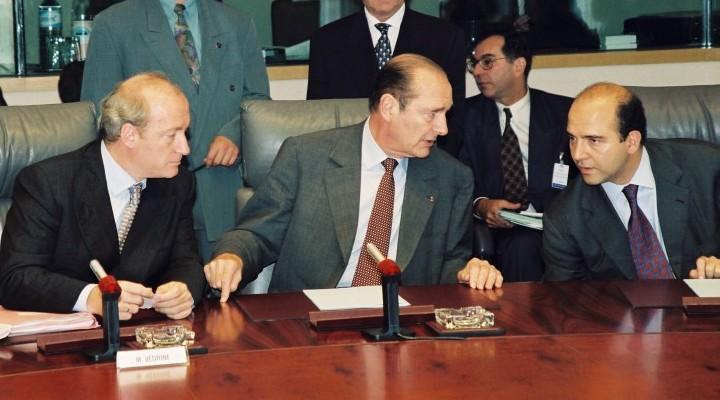 Jacques Chirac, avec Hubert Védrine (à gauche) et Pierre Moscovici (à droite), en 1997