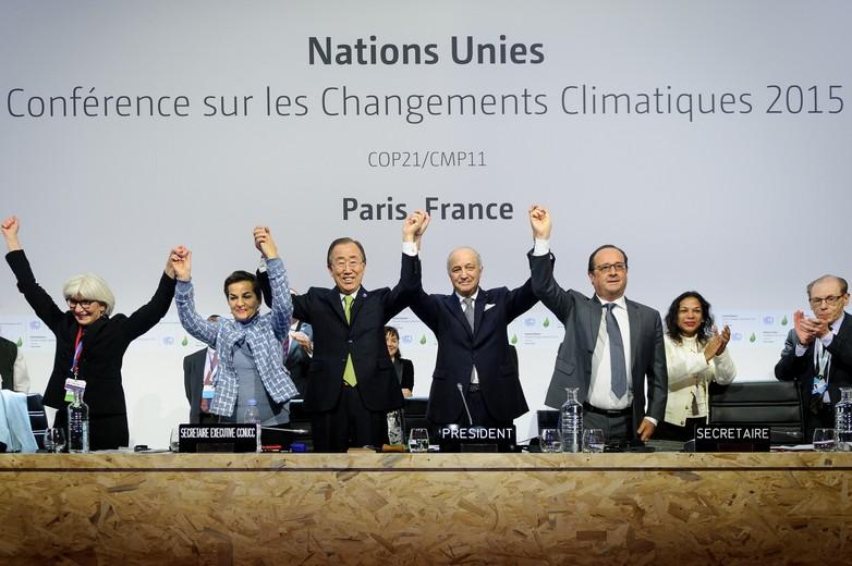 Célébrations après la validation de l'Accord sur le climat lors de la COP21 à Paris