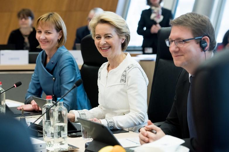 Ursula von der Leyen a présidé la première réunion hebdomadaire de la Commission européenne le 4 décembre 2019, cinq mois après sa désignation par les Vingt-Huit - Crédits : Etienne Ansotte / Commission européenne