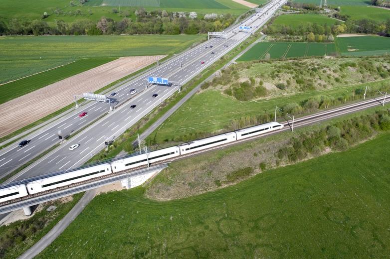 La région de Francfort-sur-le-Main, en Allemagne, se trouve au cœur de plusieurs couloirs européens de transports - Crédits : ollo / iStock