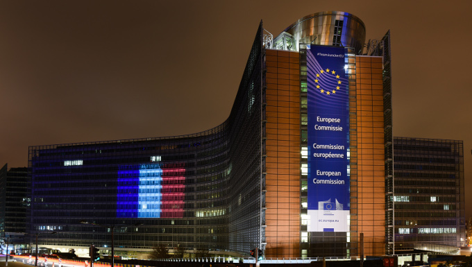 Le Berlaymont illuminé aux couleurs du drapeau français