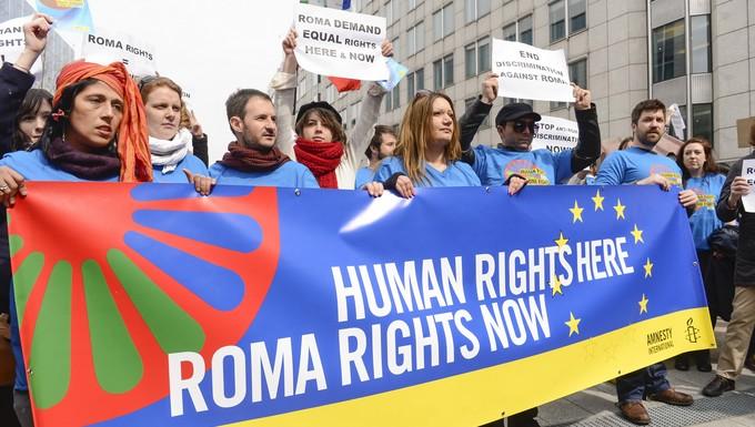 Flash Mob Amnesty International 'Roma Rights Now