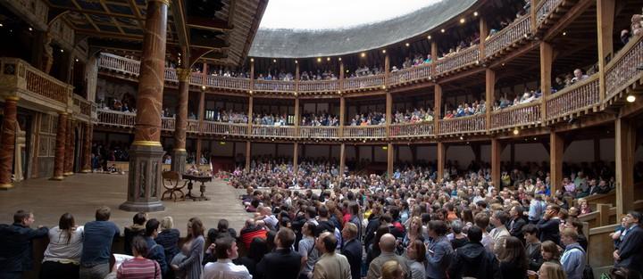 Le Globe Theatre, reconstruit à l'identique à Londres, vu de l'intérieur