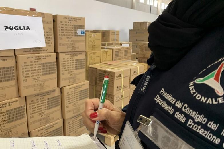 Le département de la protection civile italienne réceptionne, depuis le début du mois, du matériel médical et de protection individuelle de la part de nombreux pays, au premier rang desquels la Chine - Crédits : Dipartimento Protezione Civile / Flickr CC BY 2.0
