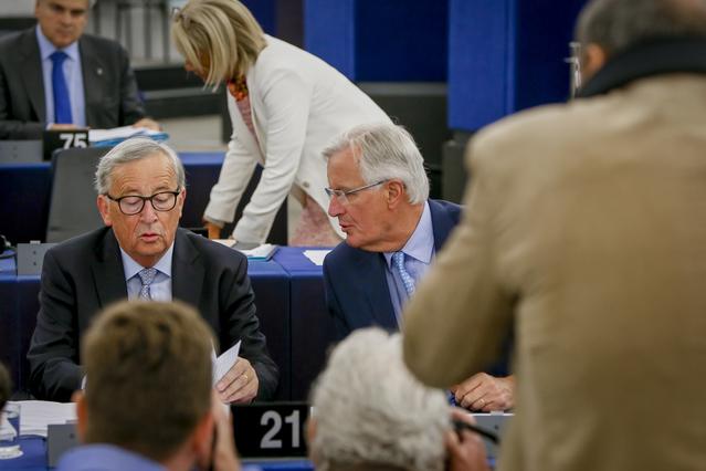 Jean-Claude Juncker et Michel Barnier au Parlement européen - Crédits : Mathieu Cugnot / Parlement européen