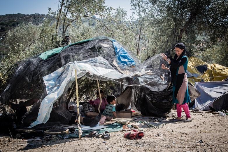 Une famille afghane sur l'île de Lesbos en 2015, dans l'attente d'obtenir le statut de réfugié - Crédits : Stephen Ryan / Flickr International Federation of Red Cross and Red Crescent Societies CC BY-NC-ND 2.0