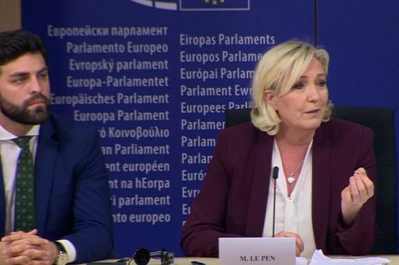 Marco Zanni (Ligue), président du groupe ID et Marine Le Pen, lors de la conférence de presse annonçant la création du groupe - crédits : Parlement européen (copie d'écran)