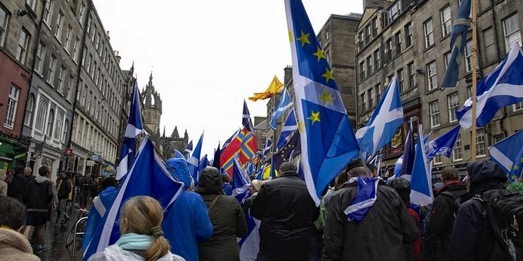 Au sein de la population écossaise, l'idée de l'indépendance fait son chemin. Manifestation contre le Brexit et pour l'indépendance, à Edimbourg le 5 octobre 2019 - Crédits : Magnus Hagdorn / Flickr CC BY-SA 2.0