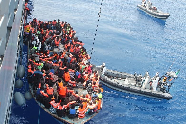 Sauvetage de migrants africains en Méditerranée, dans le cadre de l'opération Triton