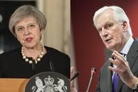 Theresa May et Michel Barnier