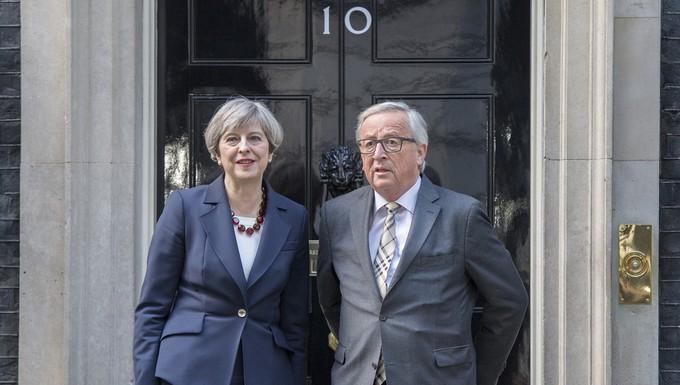 Theresa May et Jean-Claude Juncker, le 26 avril 2017 à Londres