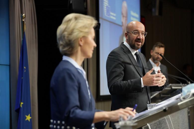 Bien qu'aucun accord n'ait été trouvé dans le détail, les présidents de la Commission et du Conseil européens Ursula von der Leyen et Charles Michel ont préféré saluer les discussions constructives menées lors du sommet du 19 juin - Crédits : Union européenne