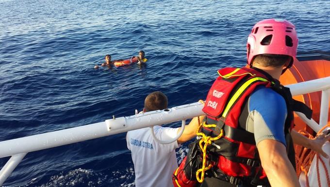 Migrants secourus par les garde-côtes italiens au large de Lampedusa