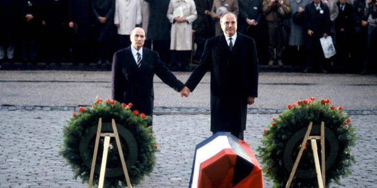 François Mitterrand et Helmut Kohl en 1984 à Douaumont