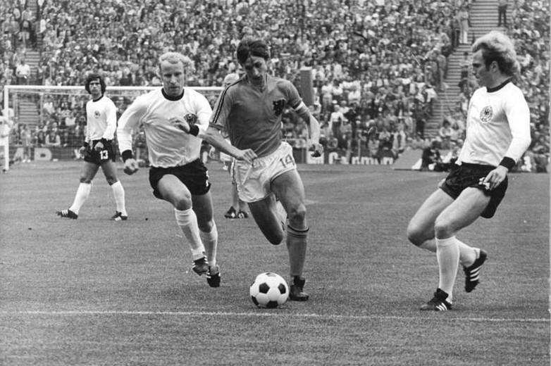 Johan Cruyff (au centre) lors de la finale de la Coupe du monde 1974