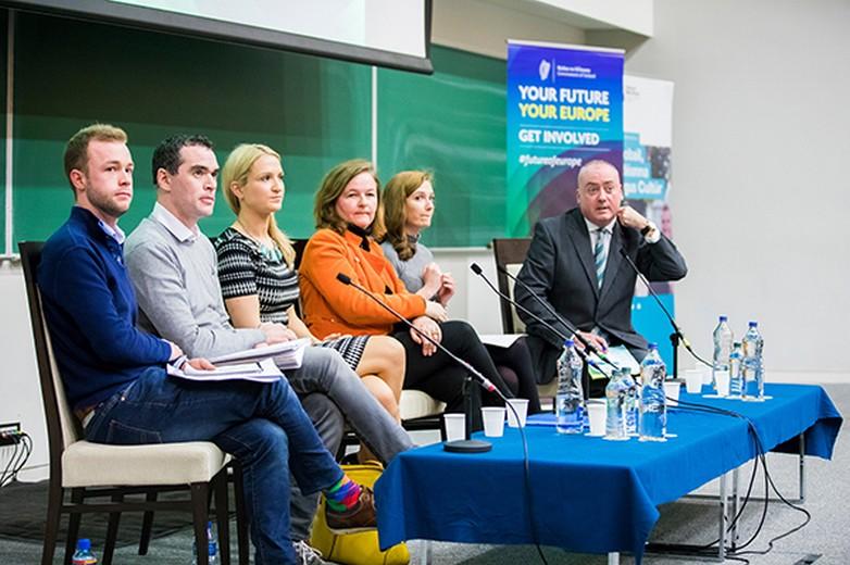 Dialogue citoyen à l'université de Maynooth, en Irlande, en présence de Nathalie Loiseau