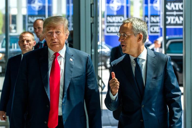 Donald Trump et Jens Stoltenberg au sommet de l'OTAN des 11 et 12 juillet