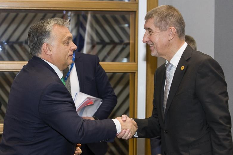 De gauche à droite : Viktor Orban, Premier ministre hongrois et Andrej Babis, Premier ministre tchèque, lors du Conseil européen du 14 décembre 2017