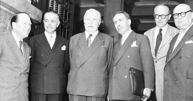Johan Willem Beyen, Gaetano Martino, Joseph Bech, Antoine Pinay, Walter Hallstein et Paul-Henri Spaak (1955) - Crédits : Commission européenne