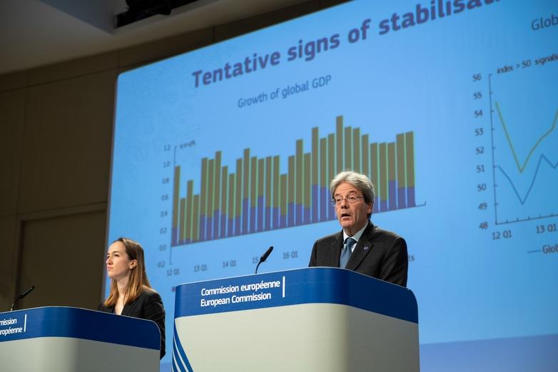Le commissaire européen à l'Economie, l'Italien Paolo Gentiloni, a présenté les prévisions économiques de la Commission lors d'une conférence de presse le 13 février à Bruxelles - Crédits : Lukasz Kobus / Commission européenne