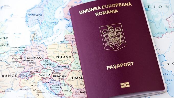 passeport roumanie (c) istock