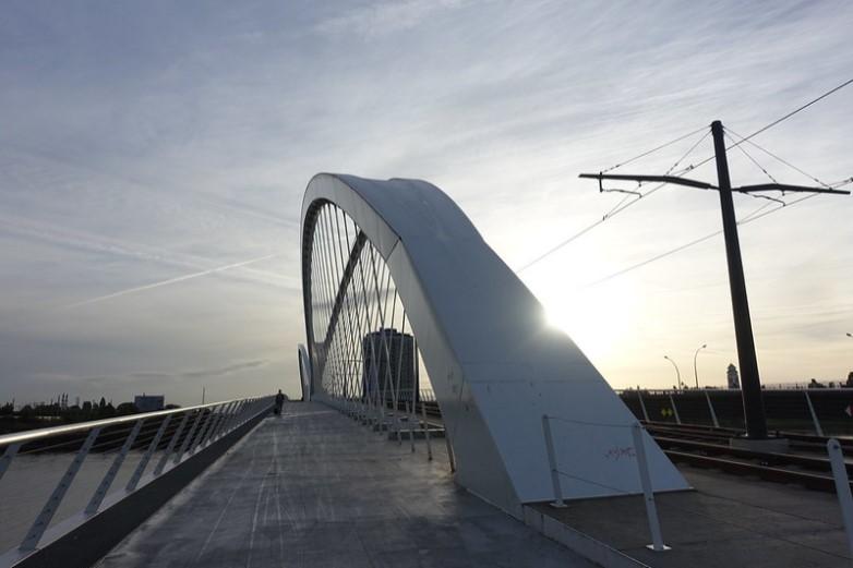 Le pont Beatus-Rhenanus, qui rejoint les rives française et allemande du Rhin, peut de nouveau être traversé librement depuis la levée des contrôles aux frontières ce lundi 15 mai - Crédits : Guilhem Vellut / Flickr CC BY 2.0