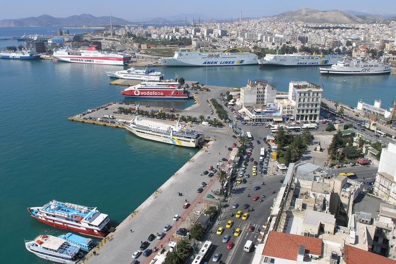 Des entreprises publiques chinoises ont mis la main sur de nombreux ports d'Europe ces dernières années (ici, le port du Pirée, en Grèce) - Crédits : Nikolaos Diakidis / Wikicommons
