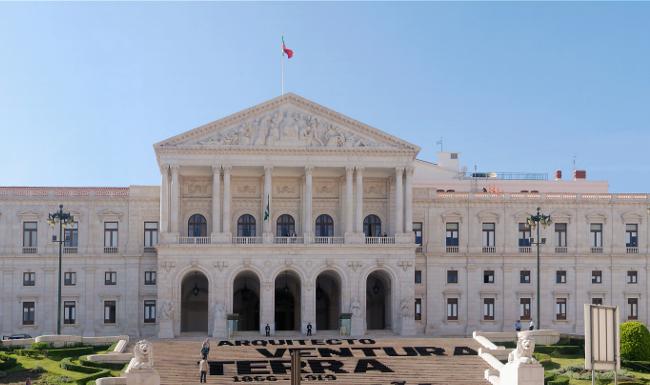 Le Parlement portugais, théâtre de la première coalition de gauche