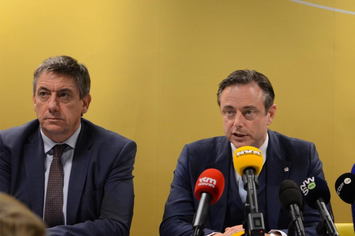 Jan Jambon et Bart De Wever lors de la conférence de presse de samedi 8 décembre