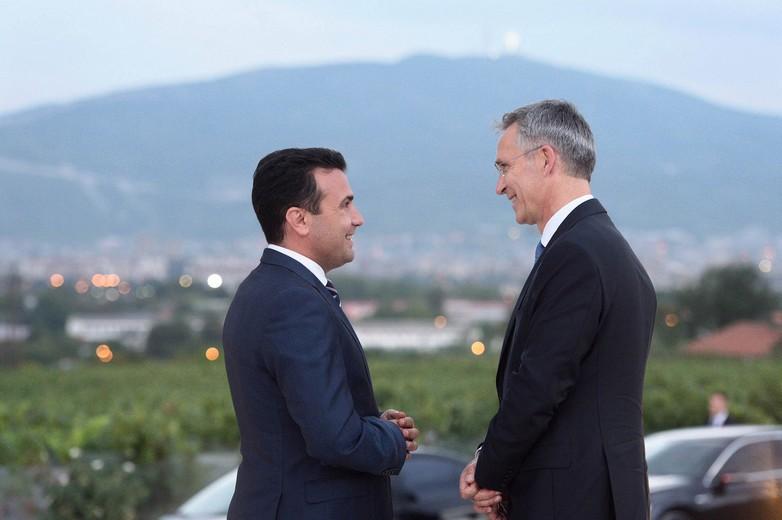 Le Premier ministre macédonien Zoran Zaev et le Secrétaire général de l'OTAN Jens Stoltenberg, le 7 septembre 2018