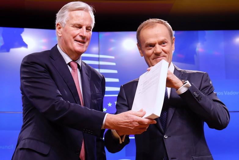 Michel Barnier et Donald Tusk, présentant le projet d'accord sur le Brexit