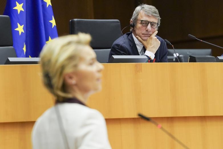 David Sassoli préside aujourd'hui une session plénière extraordinaire du Parlement européen, en présence du président du Conseil européen Charles Michel et de la présidente de la Commission Ursula von der Leyen, venus défendre l'accord négocié entre les Vingt-Sept ce week-end - Crédits : Philippe Buissin / Parlement européen
