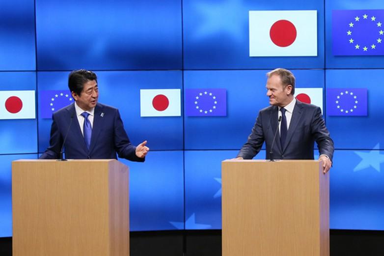 Shinzo Abe, le premier ministre du Japon, et Donald Tusk, le président du Conseil européen - Crédits : Wikicommons / 2017