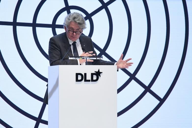 Pour le commissaire au Marché intérieur Thierry Breton, la société chinoise de télécommunications peut participer au déploiement de la 5G en Europe. Le 19 janvier, l'ancien ministre français est intervenu lors de la conférence Digital Life Design à Munich (Allemagne) - Crédits : Hubert Burda Media / Flickr CC BY-NC-SA 2.0