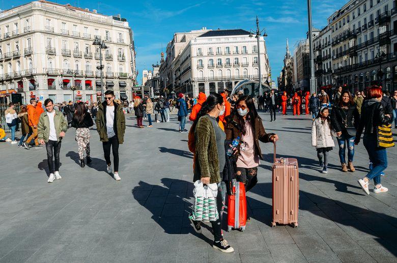 A partir du mois de juillet, les touristes étrangers vont être autorisés à pénétrer sur le territoire espagnol et à fouler la place de la Puerta del Sol, l'un des lieux touristiques les plus attractifs de Madrid - Crédits : Photo BrasilNut1 / istock