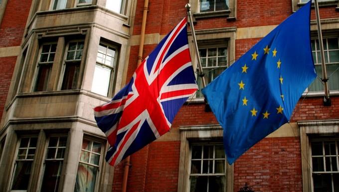 Drapeaux du Royaume-Uni et de l'Union européenne
