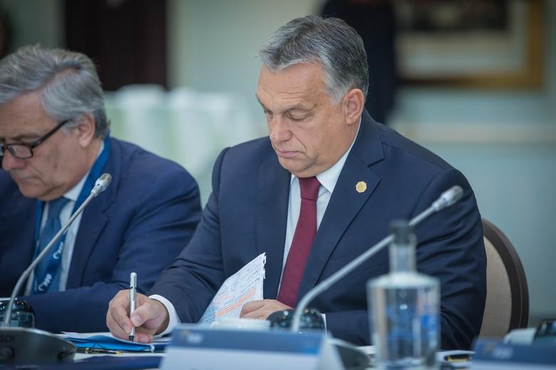 Le 16 juin, le Premier ministre hongrois Viktor Orbán a fait passer devant le Parlement une loi mettant fin à l'état d'urgence mais conserve la possibilité de gouverner par décret